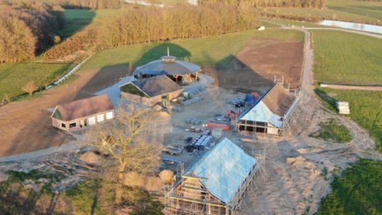 De bouw van Koe Safari Erve Vechtdal in Ommen