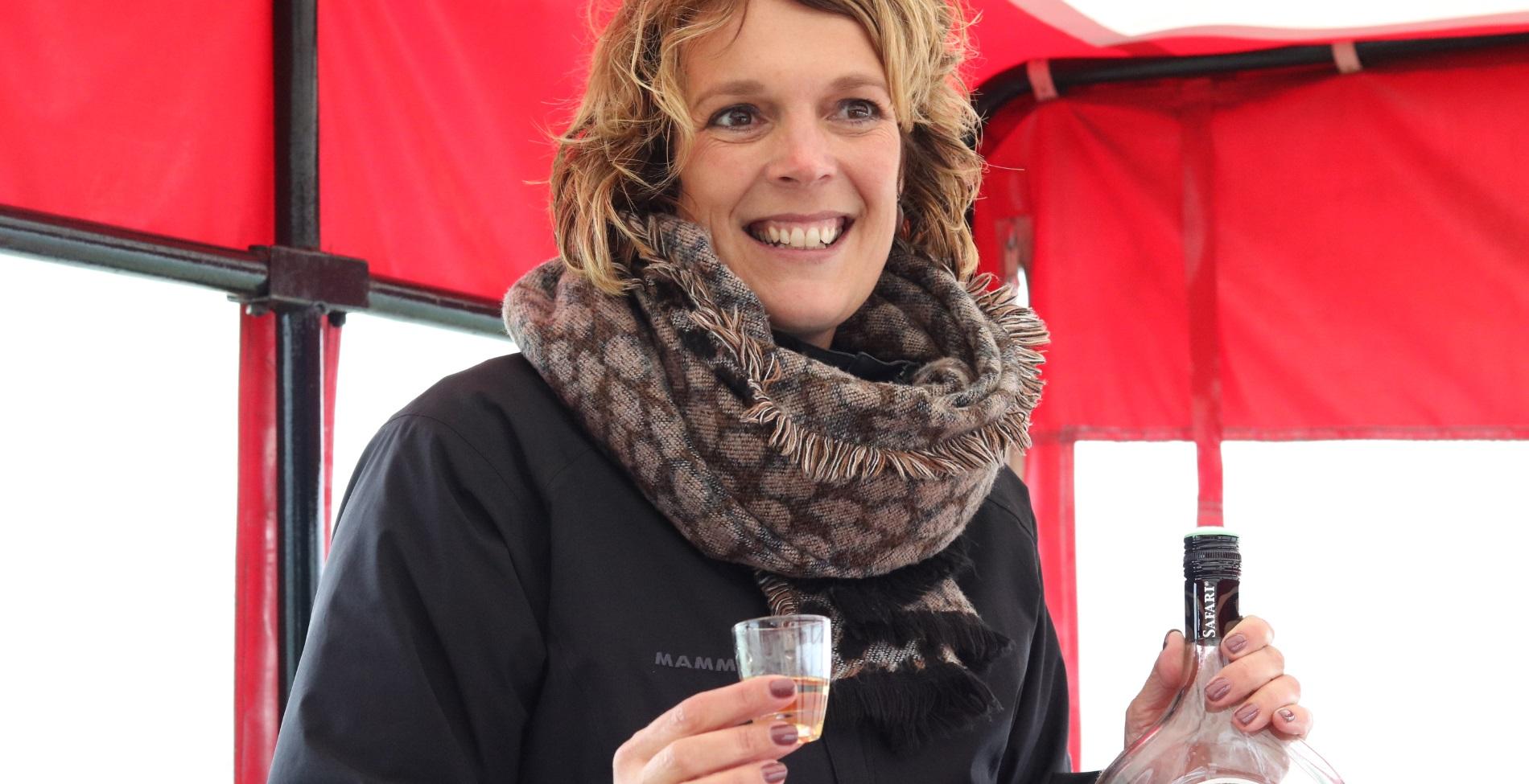 Simone Koggel van Erve Vechtdal neemt haar gasten mee op Koe Safari